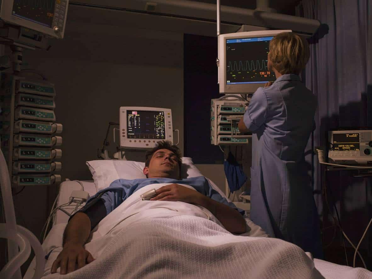 nurse intensive care