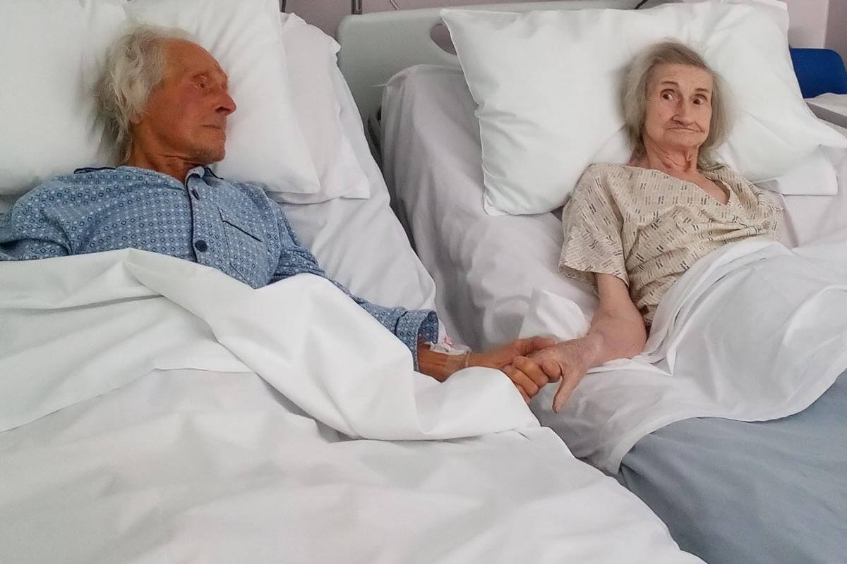 Nurse ensures a couple can say one last goodbye